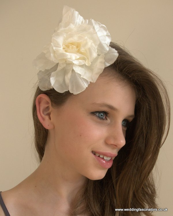p-488-ivory-cream-satin-fabric-flower-002.jpg